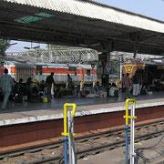 Indiens Eisenbahnnetz ist weit ausgebaut und gut ausgelastet, allerdings in einem bescheidenem Zustand.