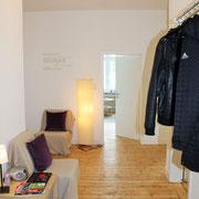 Garderobe und Wartebereich