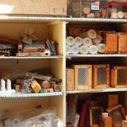 Allerlei Utensilien für die Bienenhaltung und Königinnenzucht