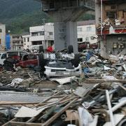 いまだ多くの場所で津波の被害がそのままになっています。