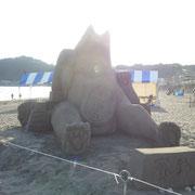 ❀ 由比ヶ浜にて 地元ローターリーの方々の大判猫(=^ェ^=)作品です