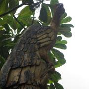 ❀ パームツリー(ヤシの木)で彫刻された鳥 ハワイの代表的な植物であるヤシの木【ハワイ語でNiu(ニウ)と言う】は、富と繁栄の象徴とされ、ポリネシアをはじめあらゆる南洋の国々で「生命の木」と呼ばれ珍重されています。