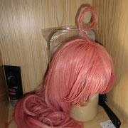 """Fehlt nur noch Peke - der """"Haarschmuck"""" ist eigentlich eine """"Kostümroboter"""" namens Peke den Lala (ein Alien-Prinzessin) erfunden hat."""