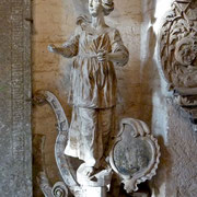 Dreveskirchen | Statue im Kirchenvorraum