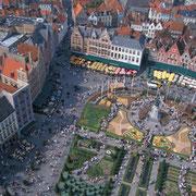 La plaça Grote Markt al cor de la ciutat de Bruges