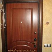 Фото 1.9. Установка входной двери.