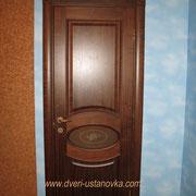Фото 1.1. Межкомнатная дверь с декорированными наличниками (вид 1).