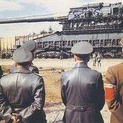 """Гитлер знакомится с новой пушкой """"Густав"""""""