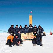 Озеро Восток в Антарктиде скрыто  под 4-кил. толщей льда. Чтобы достигнуть воды, ученым пришлось пробурить скважину глубиной 3 766 метров! Изучение озера Восток играет огромную роль в исследовании изменений климата в последние тысячелетия. Как пола