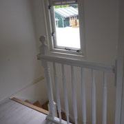 Nieuw kozijn, trap en vloer
