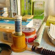 … Aussi existe-t'il  des composés disponibles sous des formes répondant aux normes occidentales, aseptisés, emballés et contrôlés.