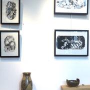 Monotypes de Mab et céramiques de Mag - vase au 3 poissons et coupe Vague