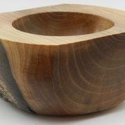 Schale 22: Nußbaum  Ø: 140 mm, H: 70 mm,  Wandstärke: 16/30 mm