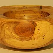 Schale 2: Nußbaum  Ø: 180 mm, H: 80 mm, Wandstärke: 33 mm