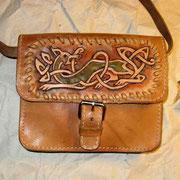 Handtasche mit Punzieraufsatz.