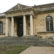 Ne supportant pas le démantèlement du vieux château d'Issy-les-Moulineaux, il a acheté des parties de la façade.  Il les a fait venir à Meudon. Sur la fin de sa vie, construction d'un bâtiment abritant ses oeuvres et intégrant cette façade