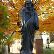 Voici l'ensemble final [Balzac (vers° définitive !). Massif, impressionnant et peu importe où se pose le regard, il est chaque fois attiré vers le haut, vers la tête !