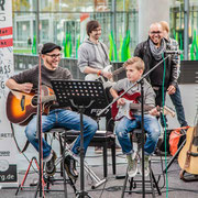 Music Secrets Gitarren Duo Live bei der Messe Nürnberg 2016