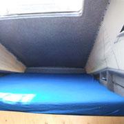 und ein richtiges KingSize-Bett: 160x220cm