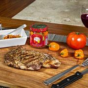 Carne Asada con Rajas de Habanero, cebolla y aceite de oliva con especias.