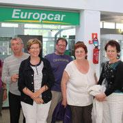 Un groupe de passagers heureux d'avoir effectué ce vol inaugural
