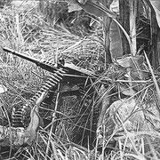 Légionnaires du 1er BEP servant une mitrailleuse 12.7 (www.caobang.fr)