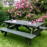Partybank für Sommertage, gekühlte Getränke direkt am Tisch