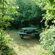Gartenbank ohne Rückenlehne im Naturerlebnisraum Stollberg
