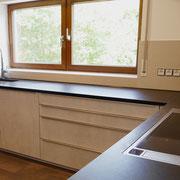 Großformatige Fliesen als Küchenrückwand