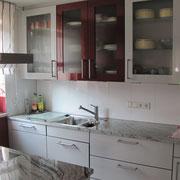 Große Fliesen in der Küche mit wenig Fugenanteil