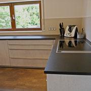 Fliesen Format 60x120 cm als Spritzschutz an Küchenwand