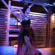 Performance: DIVINTY mit Grotesque Burlesque - Foto: Mys Tia