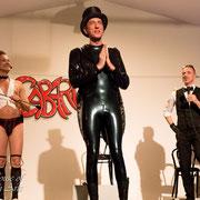 """3 Jahre Opium-Berlin : Dr Diva und Fexa mit dem """"Kapellmeister"""" Heyen - Foto: House of Rough Arts"""