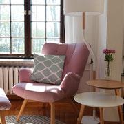 Sessel in gemütlicher Leseecke
