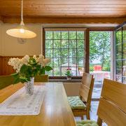 große Wohnküche mit Sitzecke