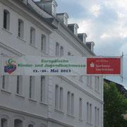 Ein Banner in der Nebenstraße