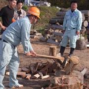 午後になるとおお賑わいでした。森林組合有志の模範演技。