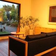 Holly Wood Furniture 壁