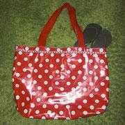 1 Bade- oder Sporttasche aus Wachstuch