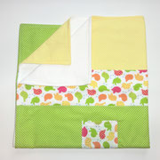 15 Babydecke mit Nuckel- oder Taschentuchtasche. Oben 100% Baumwolle  unten Fleece.  80x80 cm (Auf Wunsch auch andere Größen)