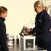 Die Firma Höveler hat ein großes Sortiment, um für jedes Pferd das passende Futter anbieten zu können.