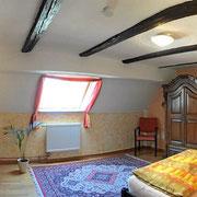 grosse Doppelzimmer mit Kamin