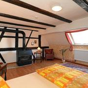 grosses Doppelzimmer mit Kamin