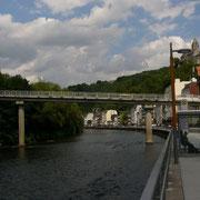 Partie an der Lenne mit der Mittleren Brücke