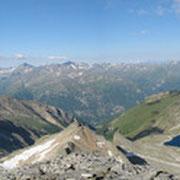 Gipfelpanorama vom Goldzechkopf: links Sonnblick, rechts Hocharn