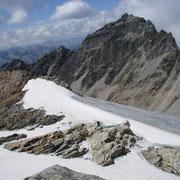 Der mittlerweile nur mehr im Frühsommer firnbedeckte Gipfelbereich