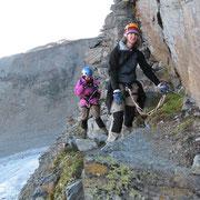 ...dann am Grat steil über Blöcke hinauf - ab und zu sogar mit Drahtseil!
