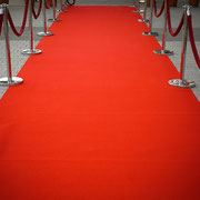 Gurtpfosten Eventbeispiel: Roter Teppich mit Kordelständer mieten