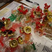 胸に付けるクリスマスらしい華やかな飾り。手作り。