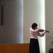 団員によるヴァイオリン演奏